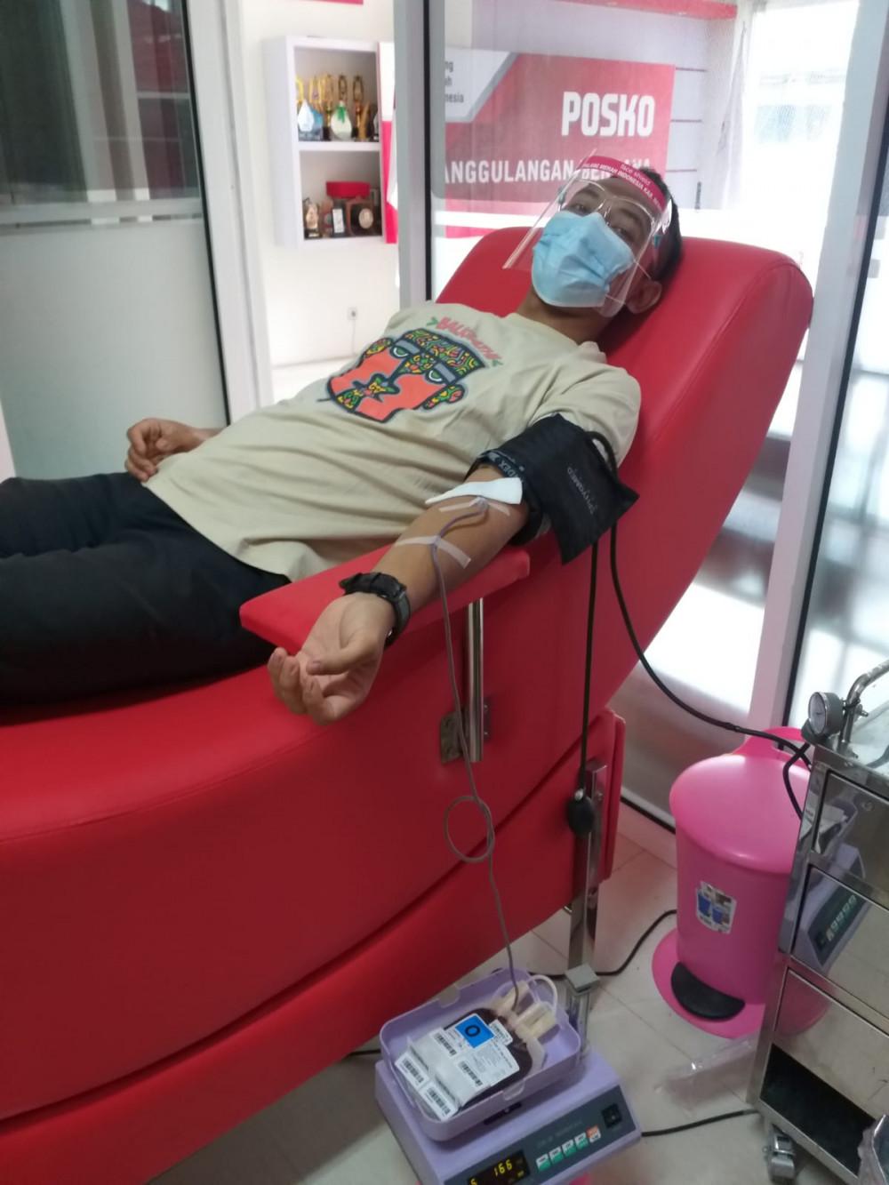 Pertama kali donor untuk plasma konvalesen.
